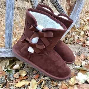 New! LAST PAIR! Brown &White Sherpa Boots with Bow